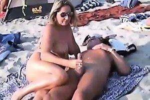 Handjob Sex With A Naked Bitch On A Public Beach Drtuber